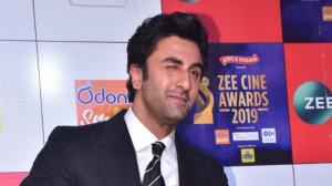 Zee Cine Awards 2019: Ranbir Kapoor is all hearts at the red carpet and we hope Alia Bhatt is watching