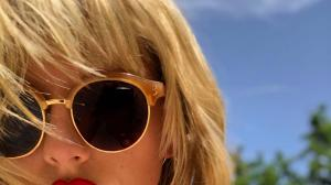 Lover singer Taylor Swift's THESE selfies will leave you mesmerised; Check it out