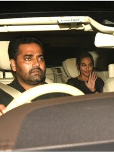 Sonakshi Sinha is all smiles while getting papped at Dhadak's special screening
