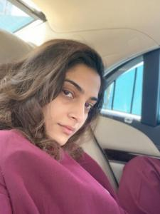 The Zoya Factor actress Sonam K Ahuja's THESE pictures sans makeup are unmissable; Check it out