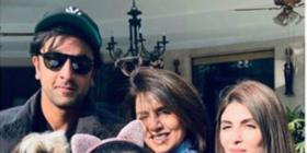 Ranbir Kapoor poses for a happy picture with Neetu Kapoor, Riddhima Kapoor Sahani and Samara