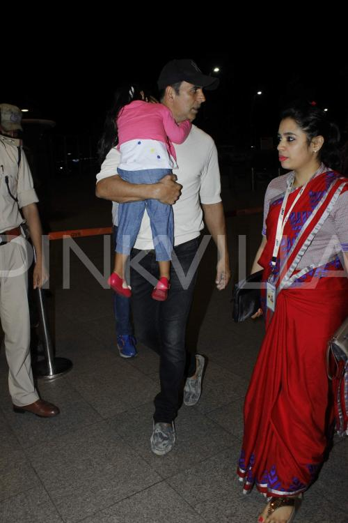Twinkle Khanna Kids Akshay Spotted with wi...
