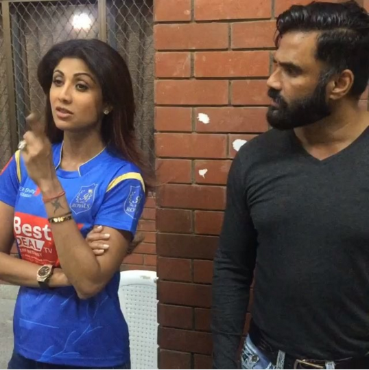 Shilpa Shetty and Suniel Shetty Recreate A Dhadkan Moment ...