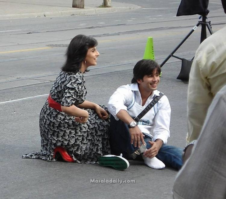 shahid and vidya on set of kismat connection pinkvilla