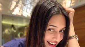 Divyanka Tripathi Dahiya's ZERO MAKEUP photos show she is blessed with flawless skin