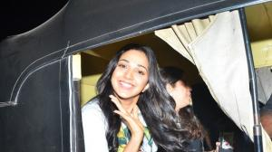 PHOTOS: When Kiara Advani smiled at paps as she enjoyed an auto rickshaw ride around the town