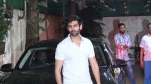 Kartik Aaryan spotted  outside the dubbing studio