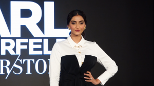 Sonam Kapoor looks all glamorous as she walks the ramp