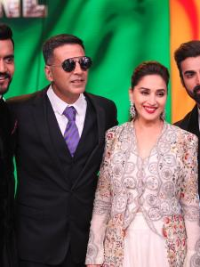Akshay Kumar promotes his film Gold on a dance reality show