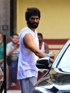 Shahid Kapoor is all smiles post his gym session
