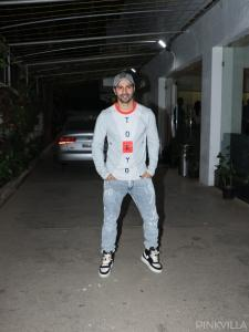 PHOTOS: Varun Dhawan looks FIRST CLASS as he shows off a cool & casual outfit