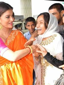 Aishwarya Rai Bachchan: When the actress donned a saree and greeted fans at the airport
