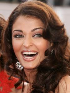Aishwarya Rai Bachchan's million dollar smile in these CANDID photos will make you skip a heartbeat