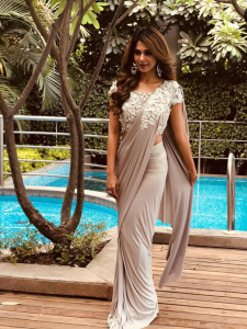 Jennifer Winget's THESE PHOTOS prove nobody pulls off a desi look as graciously as the actress