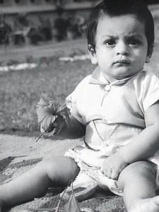 Shah Rukh Khan Birthday: Check out King Khan's childhood and rare pictures