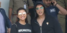 Akshay Kumar & Parineeti Chopra sport the fearless 21 tag with pride as they return after Kesari promotions