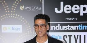HT Style Awards 2019: Akshay Kumar looks über cool as he sports a geeky look