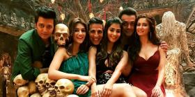 Akshay Kumar, Kriti Sanon and cast of Housefull 4 are all smiles as they pose on a throne full of skulls