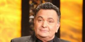 Rishi Kapoor's response to a fan who asks him to be more cheerful this Christmas will leave you in splits