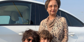 THIS is how netizens reacted to Shah Rukh Khan and son AbRam's picture