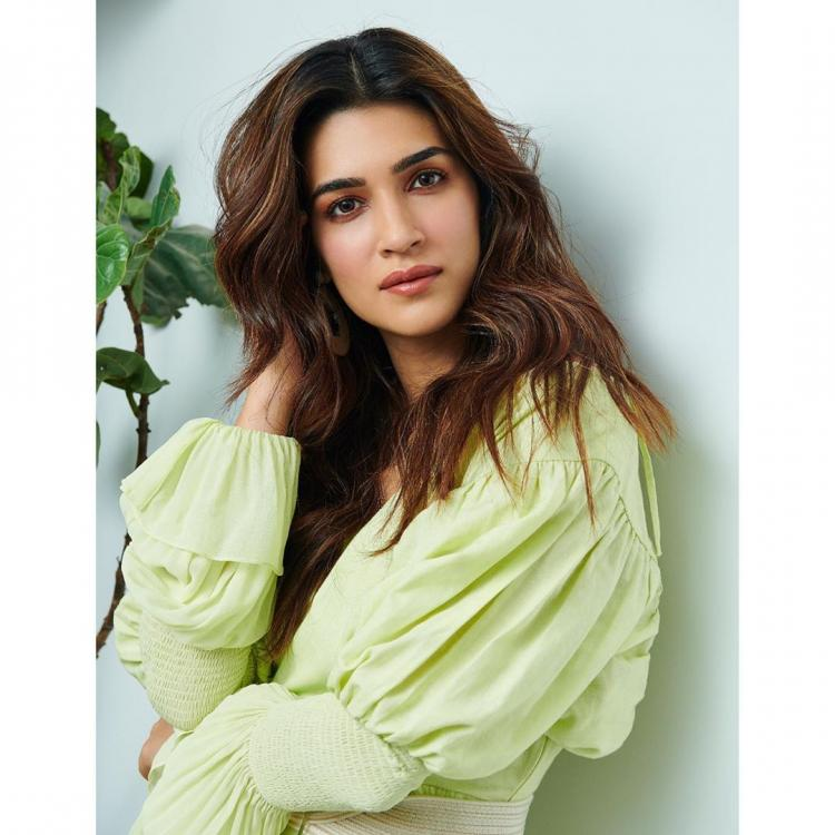 Kriti Sanon kickstarts the promotions of Arjun Patiala wearing Fatima Shaikh; Yay or Nay
