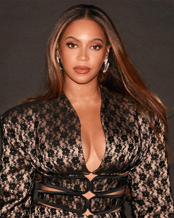 Beyonce just went all out in her revealing party outfit and it is perfect for your next night out
