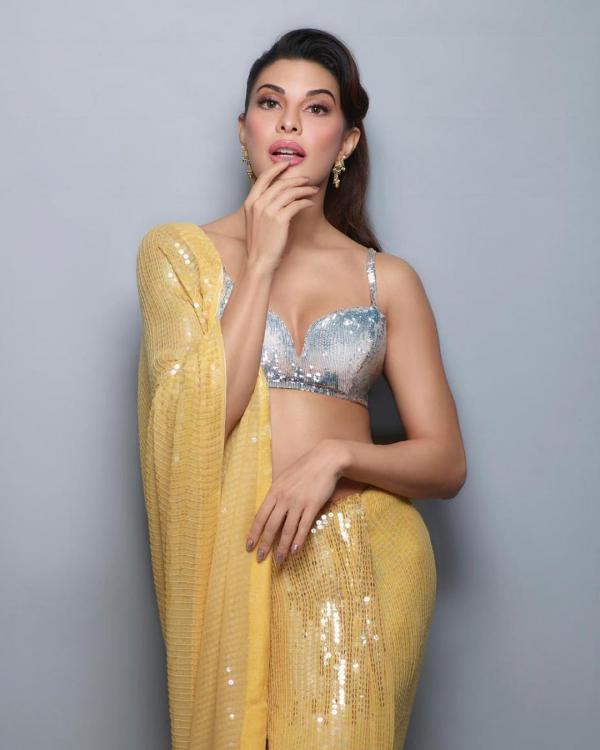 Jacqueline Fernandez joins the sequin saree bandwagon and it is perfect for you to wear for your sangeet