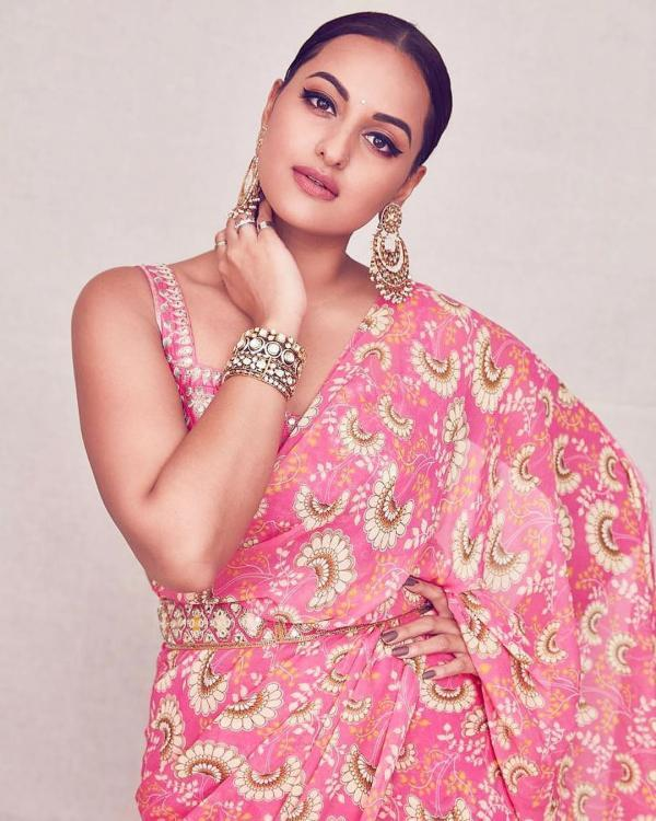 Sonakshi Sinha feels odd romancing 22 year old guy; Here's why