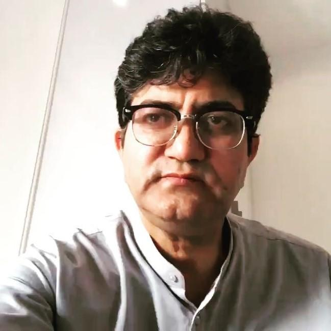 Prasoon Joshi pens down a poem on 21 days National Lock down