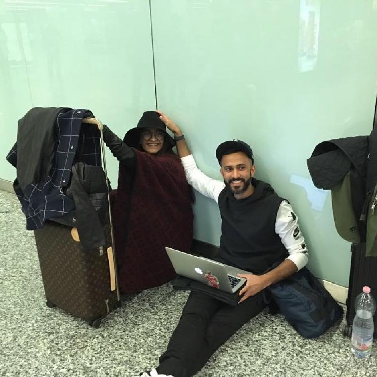 Sonam K Ahuja and Anand Ahuja are relatable AF in this THROWBACK photo of their airport shenanigans