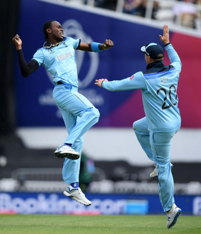 Englands Jofra Archer and Jason Roy have been fined for breaching the code