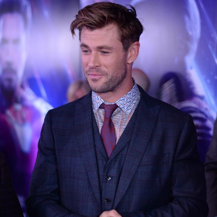 Avengers: Endgame actor Chris Hemsworth recreates Thor's iconic expressions with 9000 fans in Shanghai; Watch