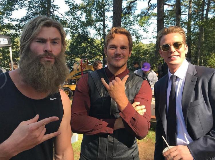 Check out this cool Avengers: Endgame behind-the-scenes photo of Captain America, Thor and Star-Lord.