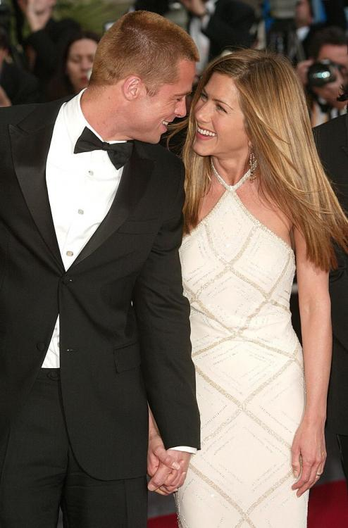 Brad Pitt had a very funny reaction when a cameraman asked him about the Jennifer Aniston dating rumours.