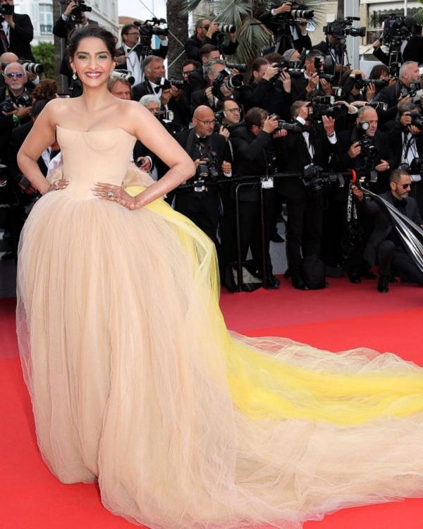 Photos,Sonam Kapoor,anand ahuja,Cannes 2018