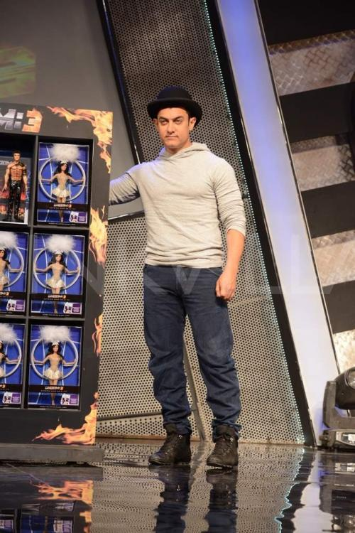 Aamir and Katrina launch Dhoom 3 merchandise | PINKVILLA