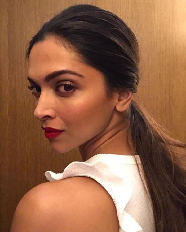 Pic Alert Deepika Padukone Looks Gorgeous As She Goes Out About