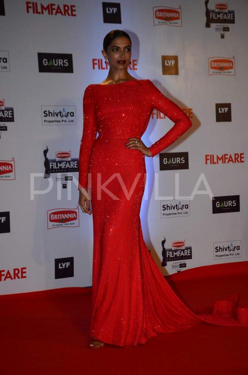 Red Hot Deepika Padukone at the Filmfare Awards 2016