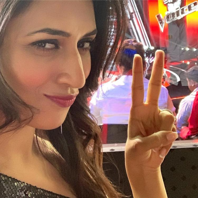 Divyanka Tripathi Dahiya croons a jingle with the contestants of The Voice in THIS video; WATCH