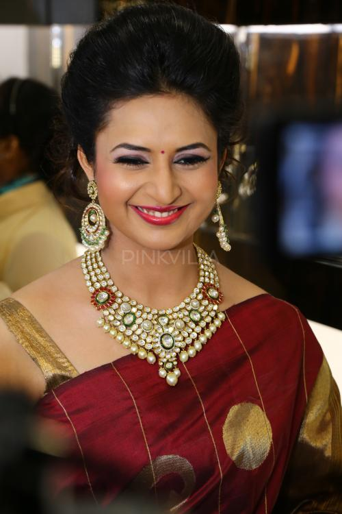 divyanka tripathi facebook official page