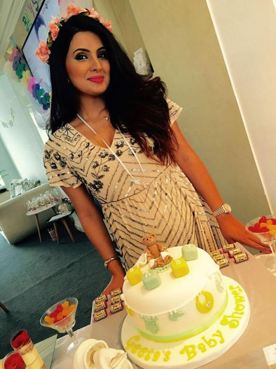 In Pics Soon To Be Mommy Geeta Basra Looks Adorable At