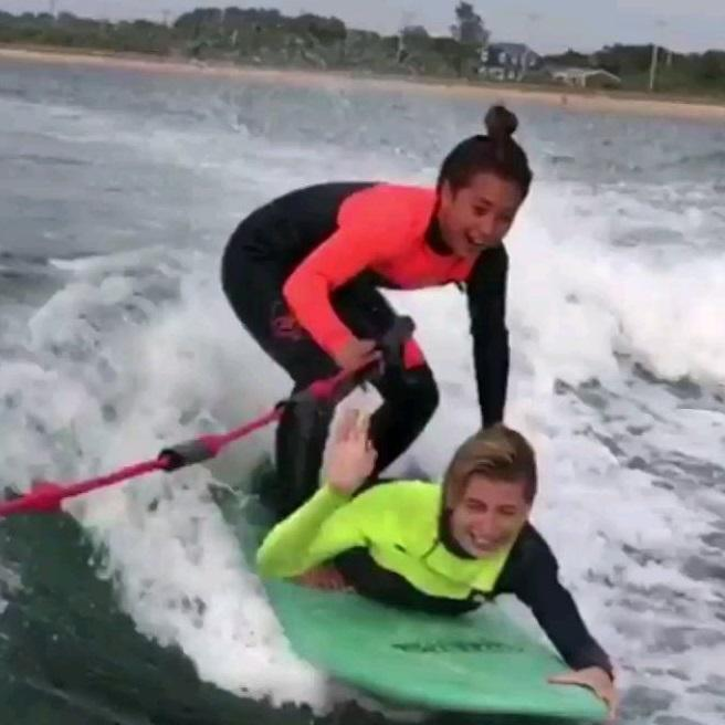 Justin Bieber's boo Hailey Baldwin is thrilled as she enjoys surfboarding; Watch Video