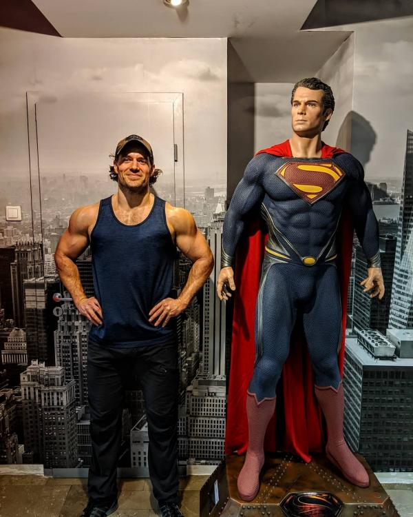 Henry Cavill works out with Superman and the PHOTO is too hot to handle