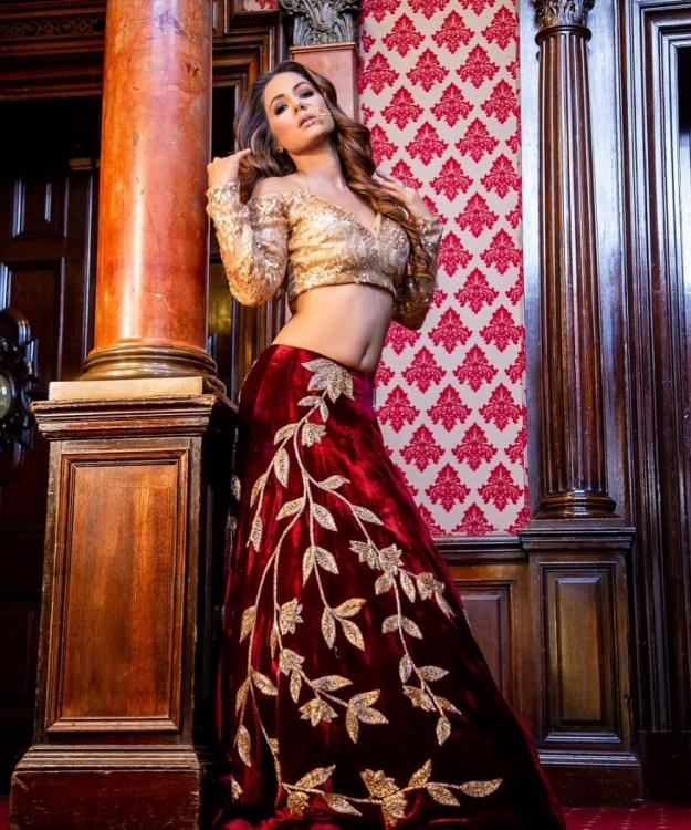 Kasautii Zindagii Kay's Hina Khan raises the heat in glamorous ethnic wear in her latest Instagram photo
