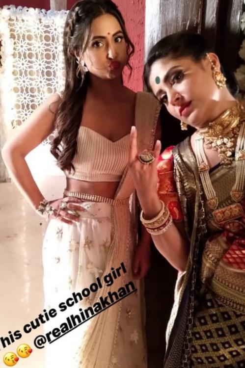 Kasautii Zindagii Kay: Komolika aka Hina Khan looks stunning in this picture with her on screen mother in law