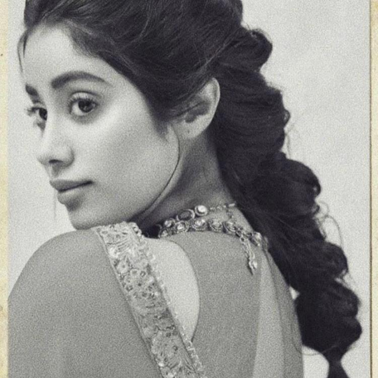 Janhvi Kapoor resembles her mother Sridevi in both beauty and grace and the recent pictures are proof; See Pic