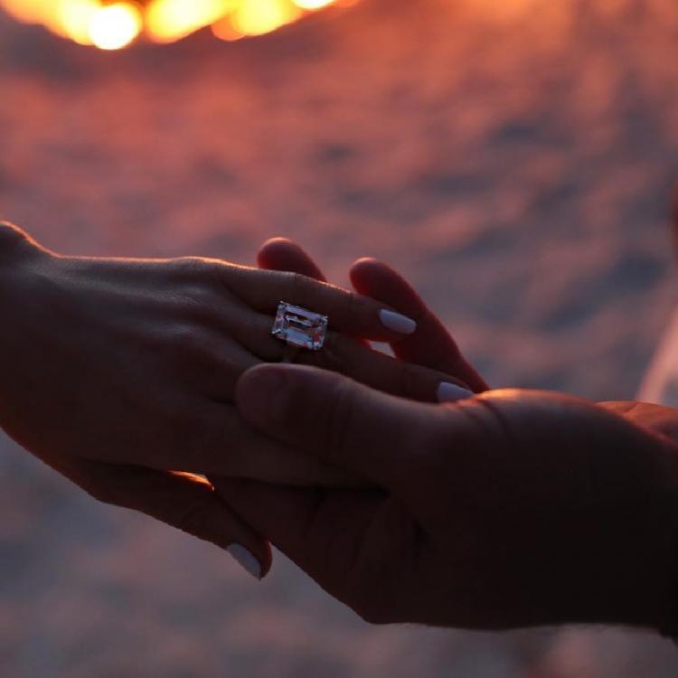 Jennifer Lopez & Alex Rodriguez get engaged; announce it together on social media with a ring