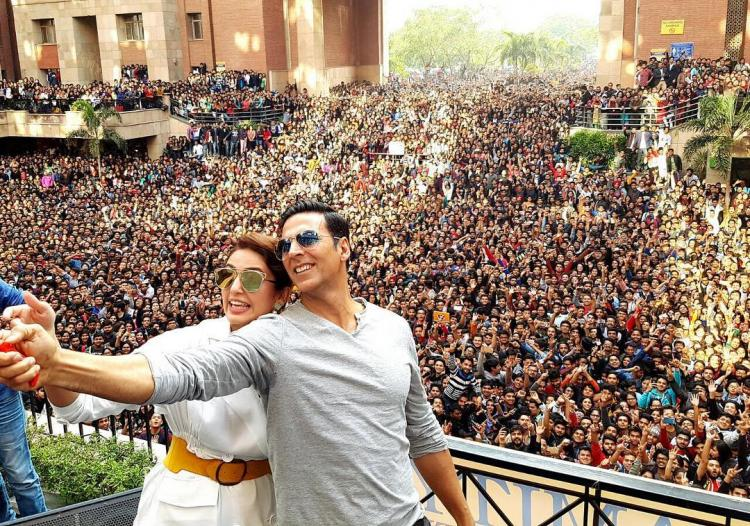 Epic Selfie! Akshay-Huma receive warm reception from sea of