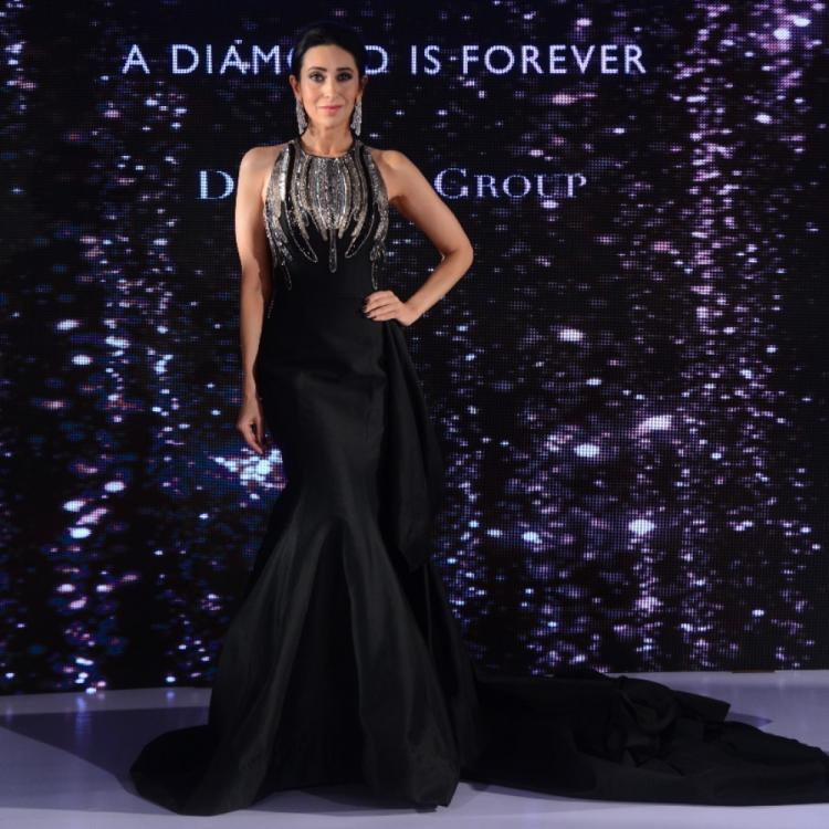 PHOTOS: Karisma Kapoor looks stunning in an all black attire at a recent fashion show
