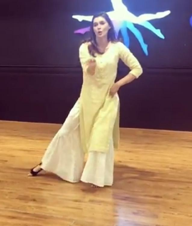 Kalank: Kriti Sanon shares Aira Gaira's rehearsal video; thanks fans for all the love she received